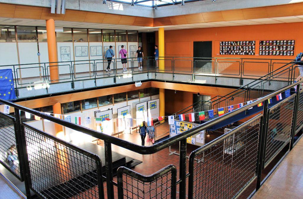 Das Geschwister-Scholl-Gymnasium ist stark sanierungsbedürftig. Beim Bürgerhaushalt landete der Vorschlag, die Schule neu zu bauen, auf Platz zwei. Foto: Caroline Holowiecki