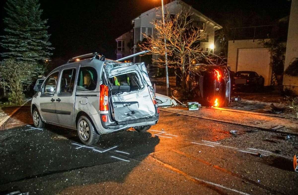 Die Verfolgungsjagd endete für den Fahrer in einer Hauseinfahrt. Foto: SDMG//Dettenmeyer