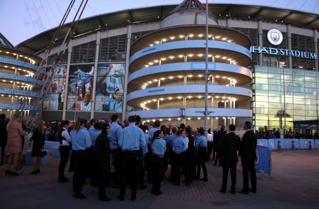 Drei Stunden vor dem Anpfiff des Champions-League-Spiels gegen den FC Barcelona ist das Stadion von Manchester City am Dienstag kurzzeitig evakuiert worden. Foto: AP