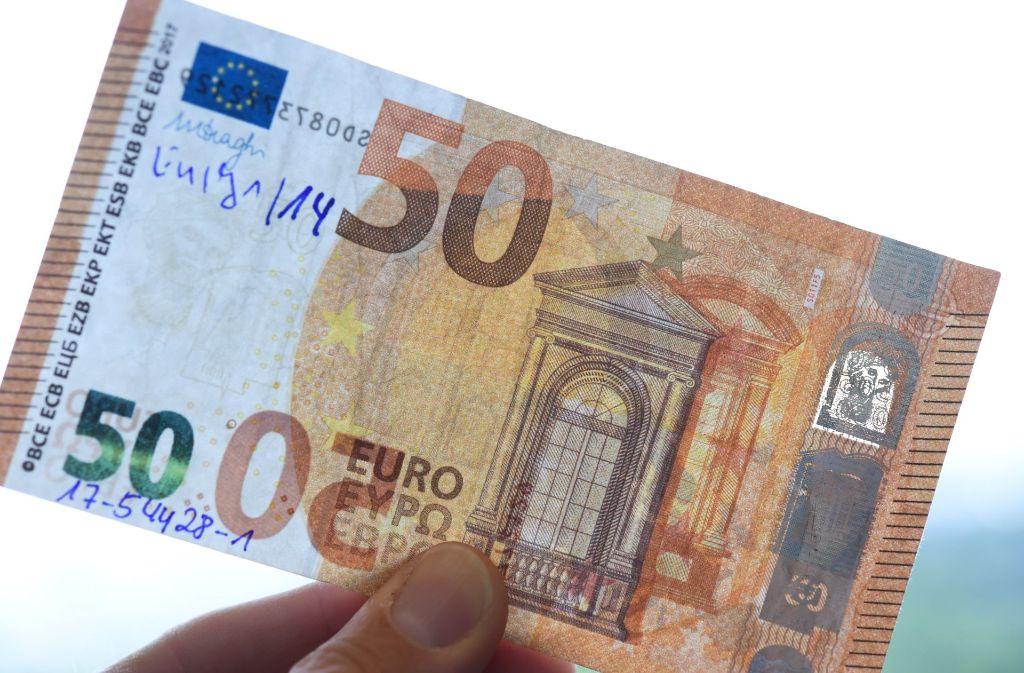 Bei Fälschern besonders beliebt: die 50-Euro-Banknote Foto: dpa