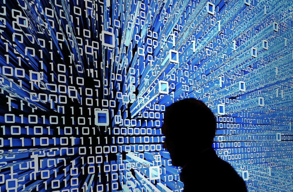 Wie ändert die  Digitalisierung unser Leben? Dieser Frage sollen sich Forscher widmen. Foto: dpa