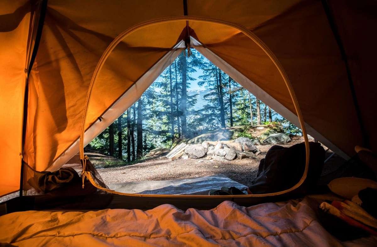 Wildes Campen klingt schön und romantisch, ist in Deutschland aber generell verboten. (Symbolbild) Foto: Unsplash/Scott Goodwill