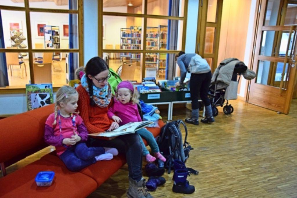 Für die jungen Leser gibt es derzeit nur ein reduziertes Angebot im Ludwig-Uhland-Saal. Doch Ende Februar will das Team die neue Kinder- und Jugendbibliothek eröffnen. Foto: A. Kratz