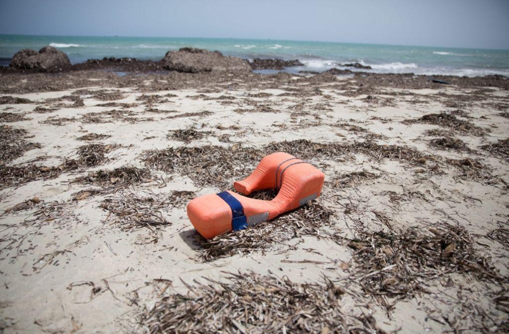Bei einem Schiffsunglück im Mittelmeer sind mehr als 100 Flüchtlinge ums Leben gekommen. Foto: dpa