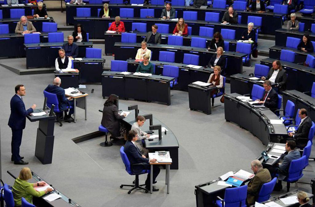 Auch das reformierte Infektionsschutzgesetz von Gesundheitsminister Jens Spahn, das der Bundestag am Donnerstag beschlossen hat, sieht zusätzliche Ausgaben vor. Foto: AFP/Tobias Schwarz