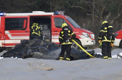 Flugzeug stürzt in Spargelfeld – drei Tote