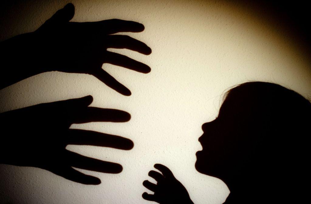 Bei Kindesmisshandlungen ist das Dunkelfeld groß. Foto: dpa, Lg/Piechowski