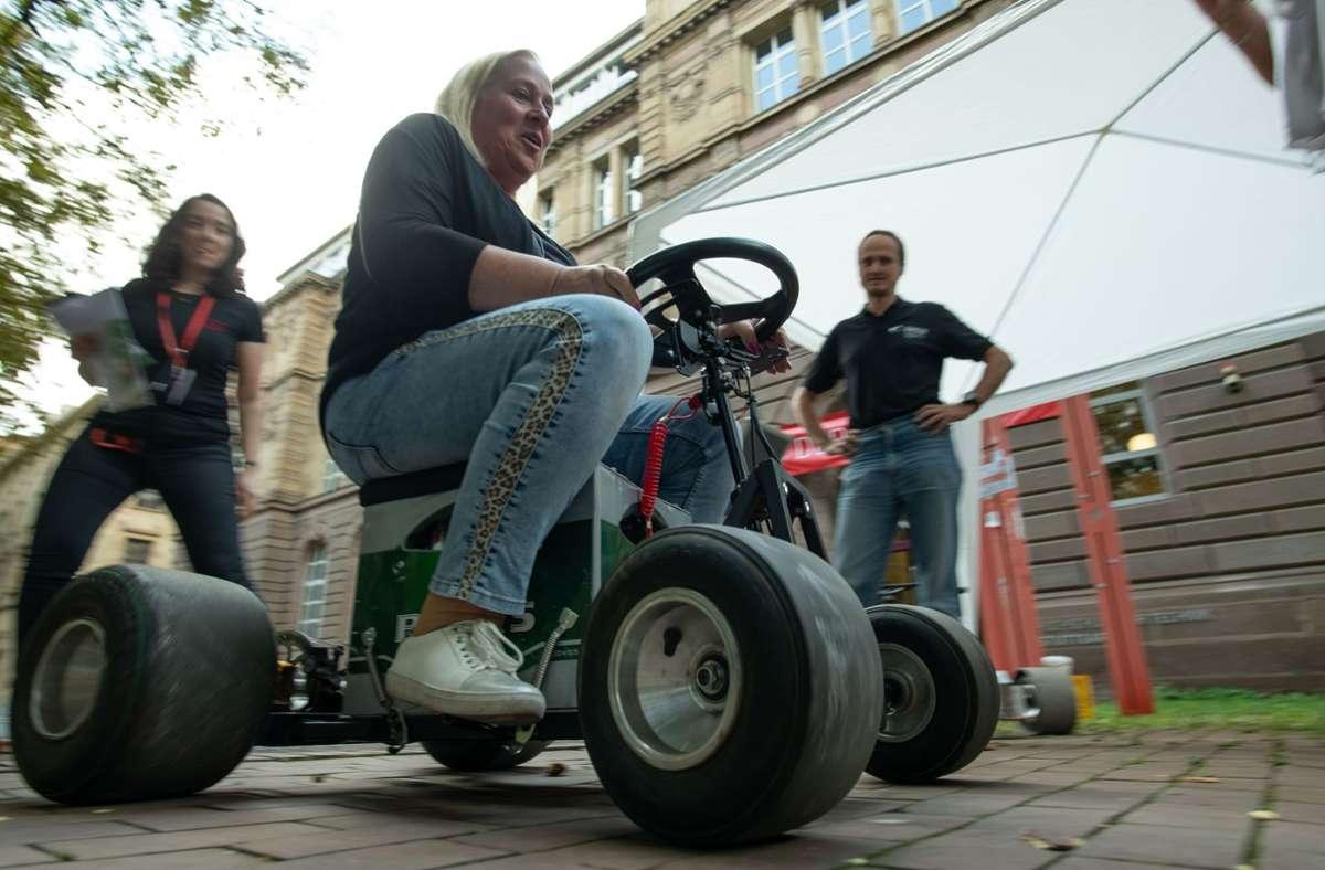 Ab geht die Post! Die Bierkiste mit Elektromotor haben Studierende der Dualen Hochschule selber gebaut. Foto: Lichtgut/L/eif Piechowski