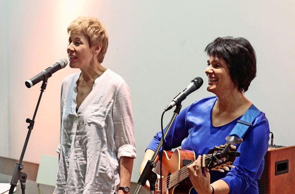 Elisabeth Kabatek und Susanne Schempp sorgen in Rutesheim für beste Unterhaltung. Foto: factum/Bach