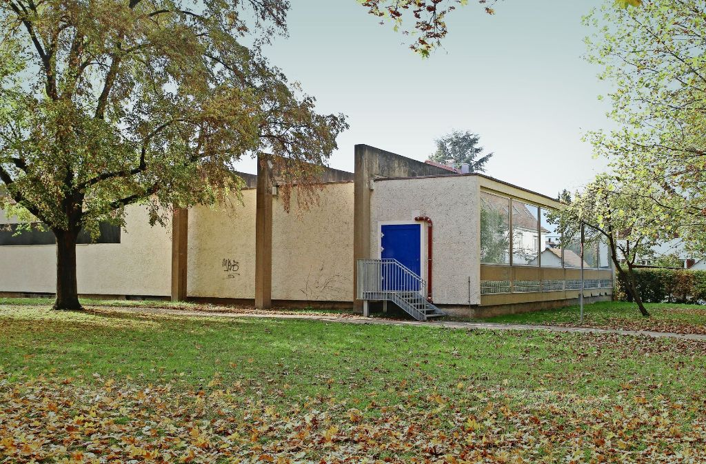 Das Lehrschwimmbecken soll abgerissen werden. Dagegen wehrt sich eine Bürgerinitiative. Foto: factum/Archiv
