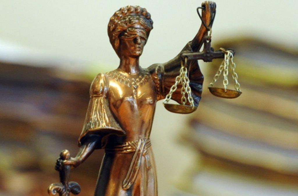 Die Richter prüfen, ob der Mann die Frau in den Tod getrieben hat. Foto: dpa