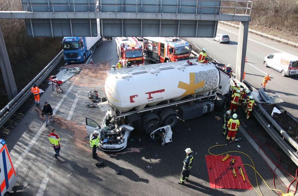 Die A81 ist nach einen Unfall teilweise voll gesperrt. Foto: dpa