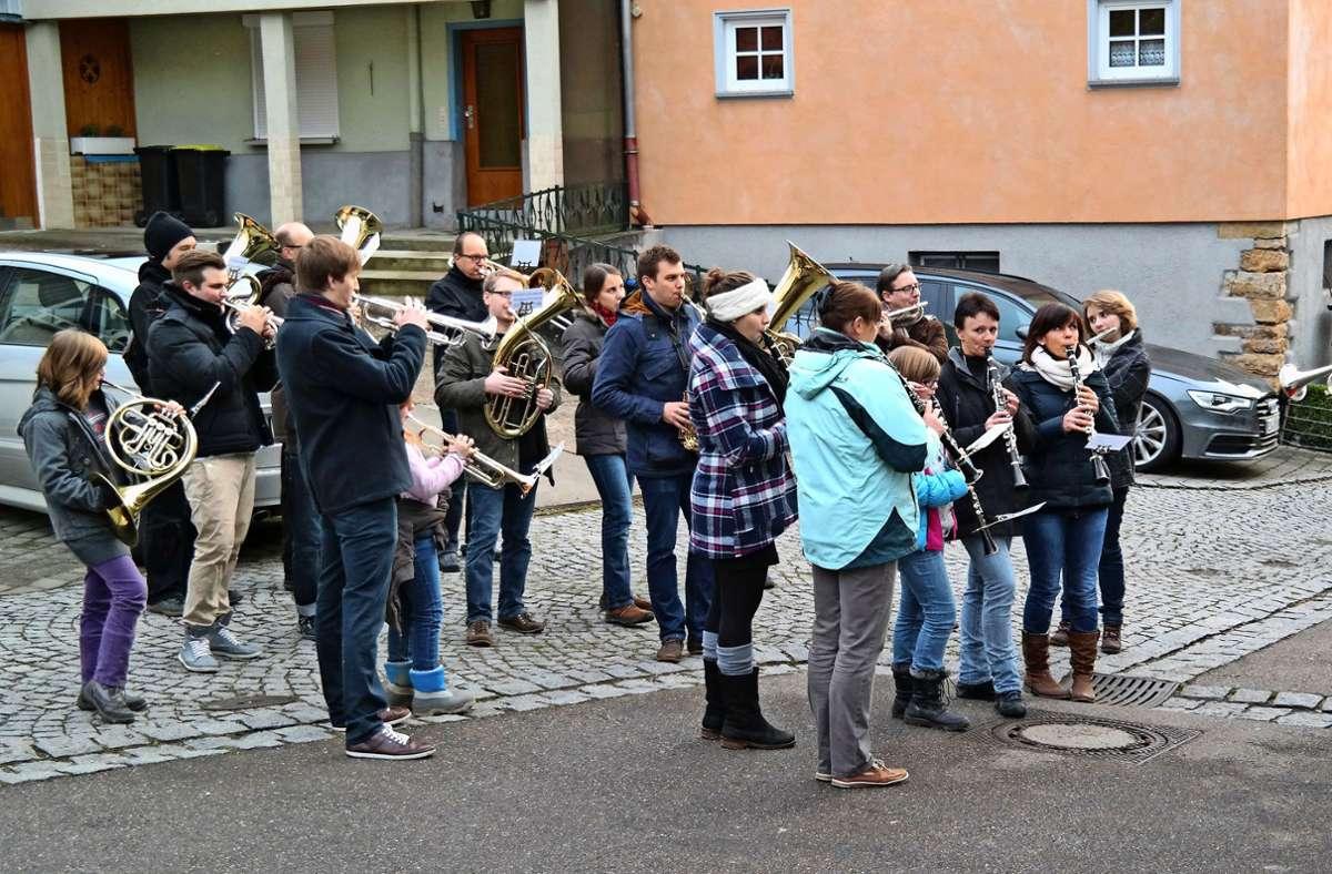 Traditionell spielt der Musikverein Altbach am 24. Dezember an vielen Stellen im Ort – in  diesem Jahr nicht. Foto: Schleith/oh