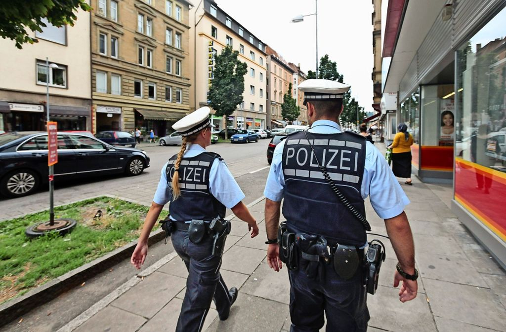 Künftig muss jeder Mitarbeiter in den Polizeiposten auf den Fildern einen bestimmten Anteil der Arbeitszeit mit Fußstreife absolvieren. Foto: Archiv factum/Andreas Weise