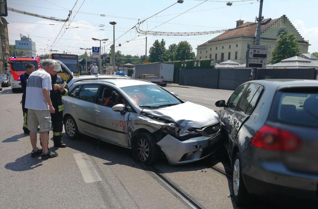 Bei einem Unfall in Bad Cannstatt wurden drei Personen leicht verletzt. Foto: 7aktuell.de/Frank Herlinger