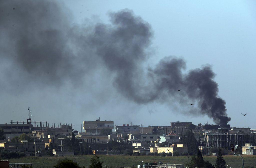 Rauchwolken über der Grenzstadt Tall Abjad. Foto: dpa/Lefteris Pitarakis