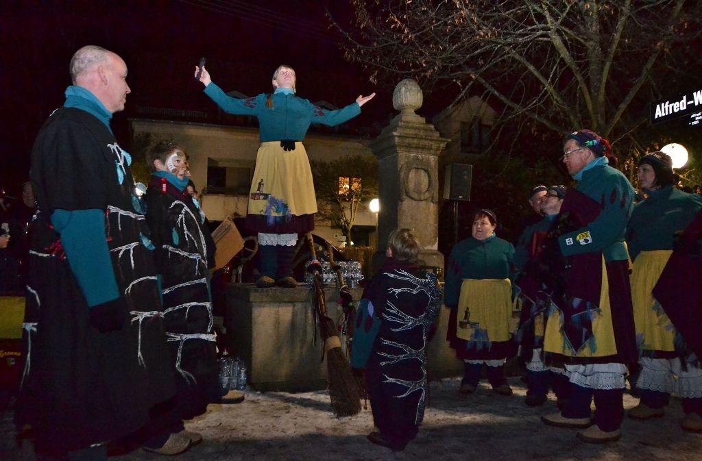 """Die Narrenzunft """"Birckhe-Bronna Hexa"""" kann nicht nur taufen, am Sonntag wird sie beim inklusiven Tanztreff für Stimmung sorgen. Foto: Fatma Tetik"""