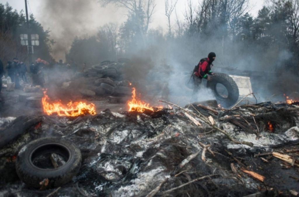 Die Absturzermittlungen in der Ukraine gehen weiter. Derweil tauchen neue Fragen auf. Foto: EPA