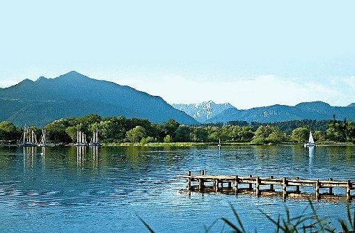 """Idylle unter weißblauem Himmel: Das """"Bayerische Meer"""" ist 81 Quadratkilometer groß und ein Traumrevier für Wassersportler. Foto: dpa/gms"""