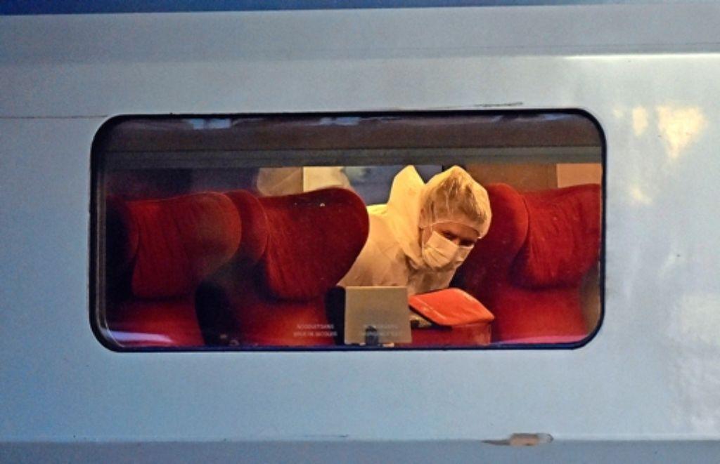 Der Zug wurde nach der Festnahme des Täters auf Sprengsätze abgesucht. Foto: AFP