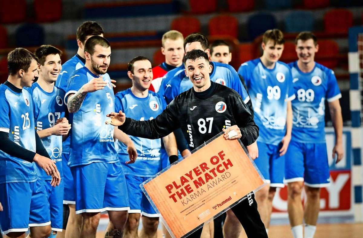 Viktor Kireyev und die russischen Handballer spielen bei der WM  mit dem  Logo ihres Verbandes auf der Brust Foto: imago//Jozo Cabraja