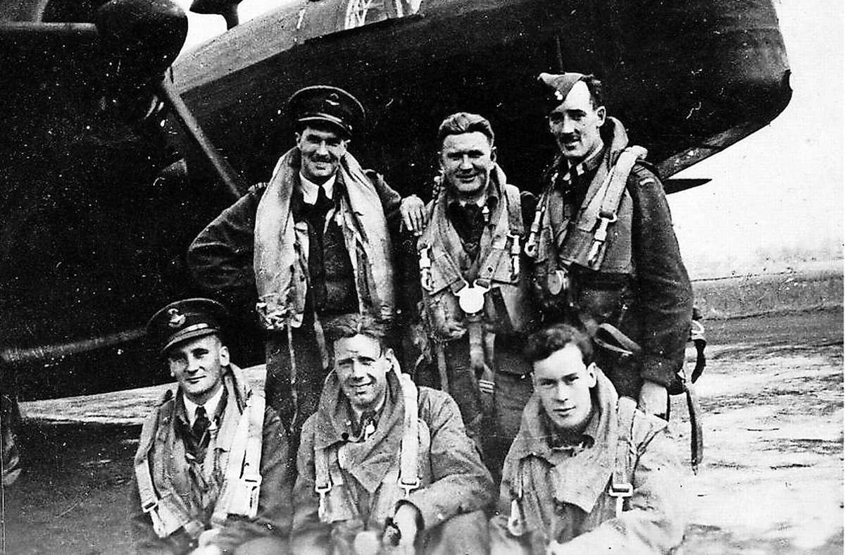 Fernand L. Jolicoeur (rechts unten im Bild) ist am 28. Januar 1945 im Wald bei Waldenbuch abgestürzt und gestorben. Foto: privat