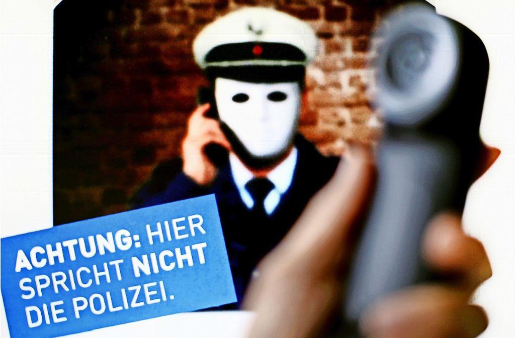 Die Betrugsmasche am Telefon kommt laut der Polizei immer häufiger vor. Foto: dpa