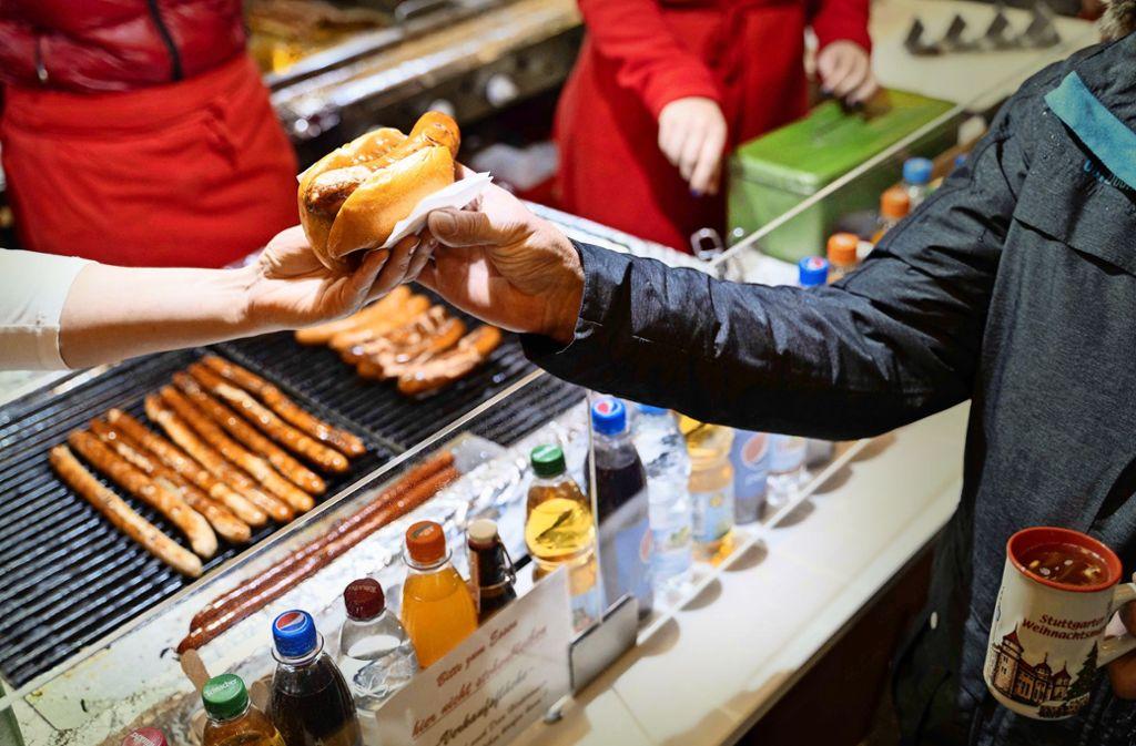 Weihnachtsmärkte wie der Stuttgart werden von vielen, die in der Stadt arbeiten, auch ganz einfach zum Mittagessen genutzt. Foto: Julia Schramm/Julia Schramm