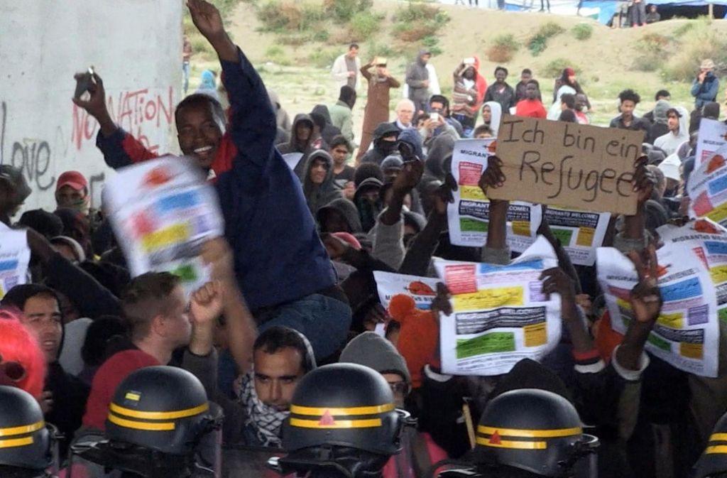 Das Flüchtlingslager von Calais soll bis zum Jahresende geräumt werden. Foto: AP