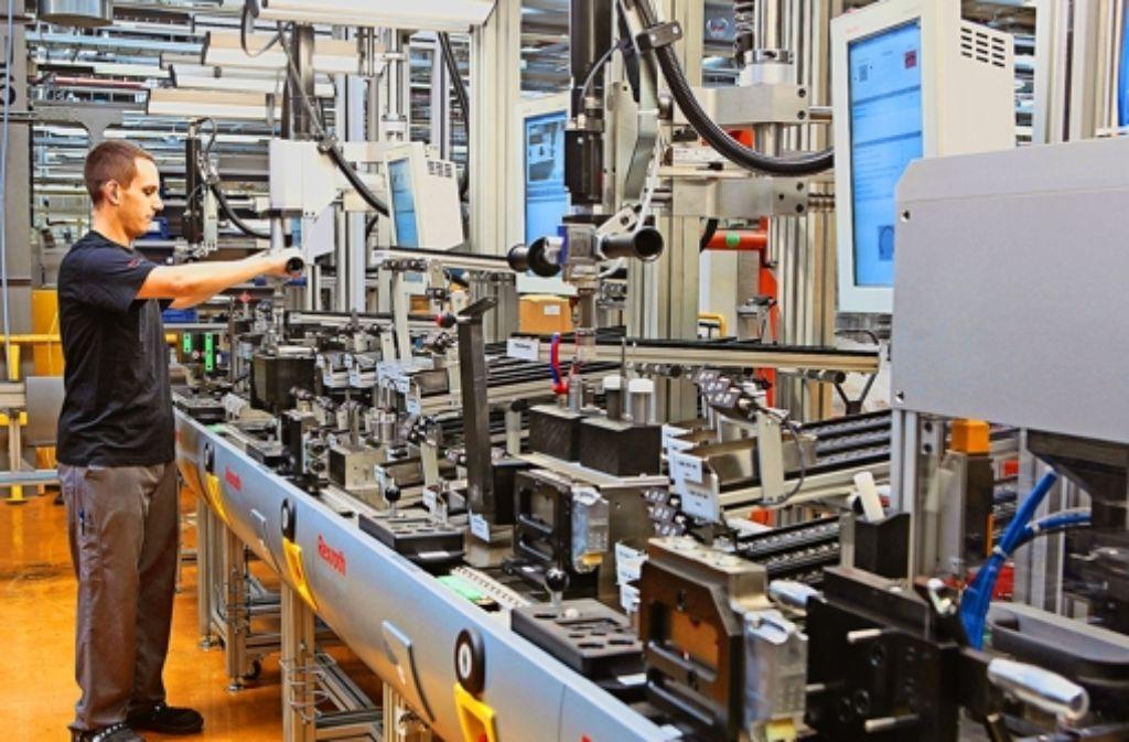 Industrie 4.0 verbindet Mensch, Maschine und Werkzeug miteinander. Foto: Bosch