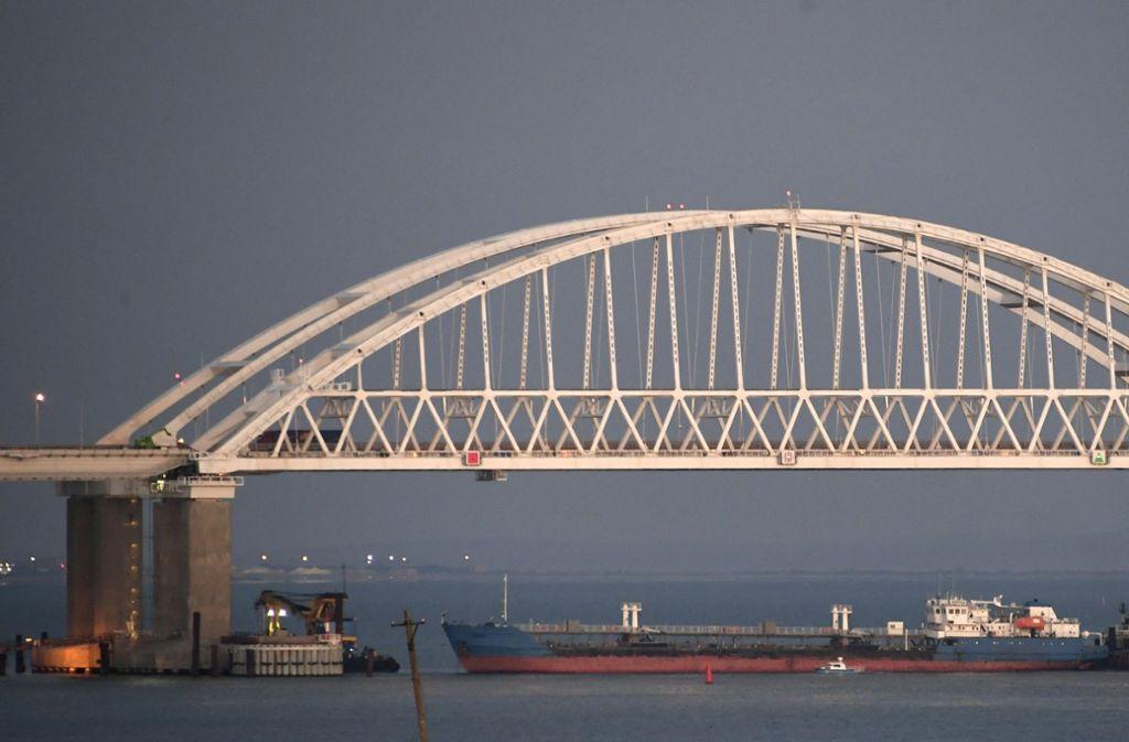 Die Brücke von Kerch ist ein Engpaß auf dem Weg ins Asowsche Meer. Foto: AP
