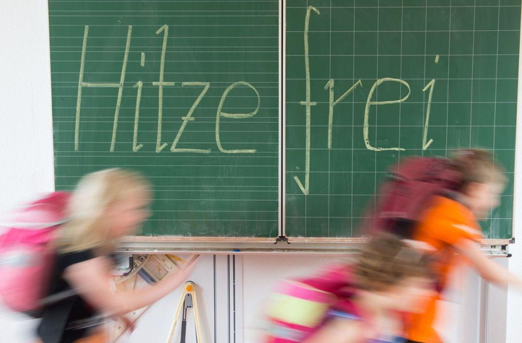 Die Schulen entscheiden selbst, wie sie Hitzetage gestalten. Foto: Sebastian Kahnert/dpa