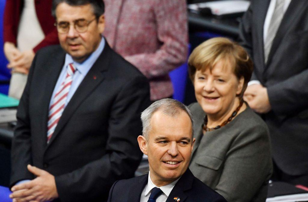 Frankreichs Parlamentspräsident François de Rugy begeisterte Bundeskanzlerin Angela Merkel und die Bundestagsabgeordneten mit seiner deutschen Rede. Foto: AFP