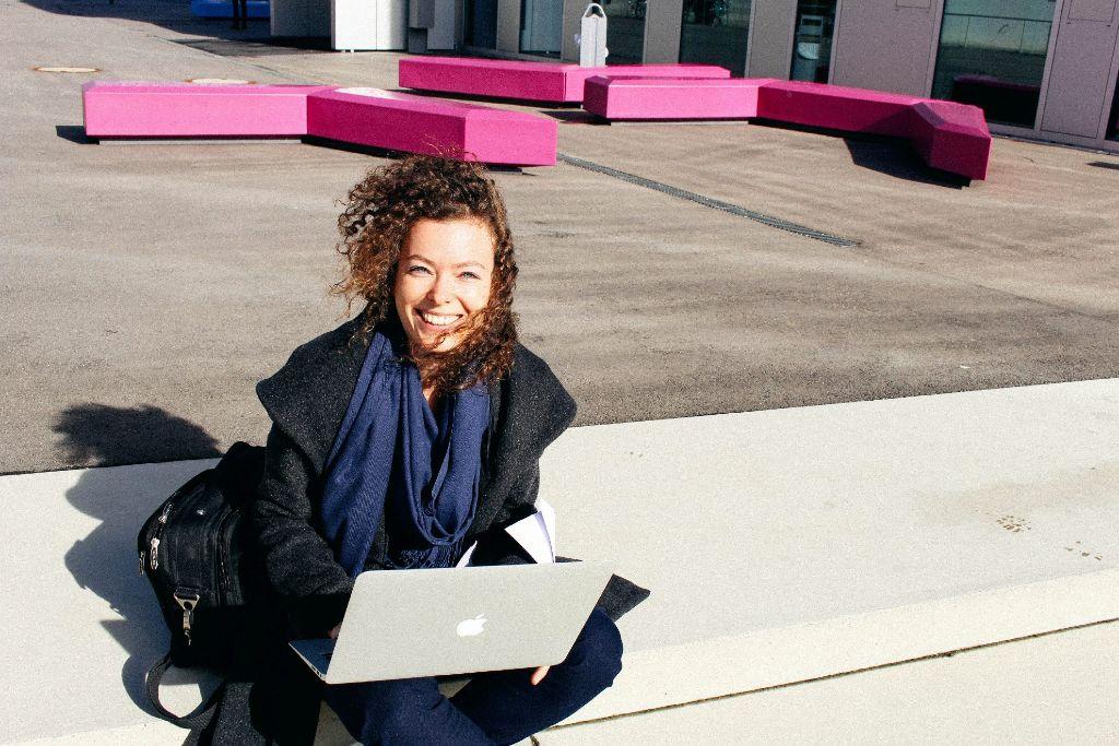 Elektronische Medien Master – Mona Bürk gibt uns einen Einblick in ihr Studium an der Hochschule der Medien.  Foto: Alla Lukashova