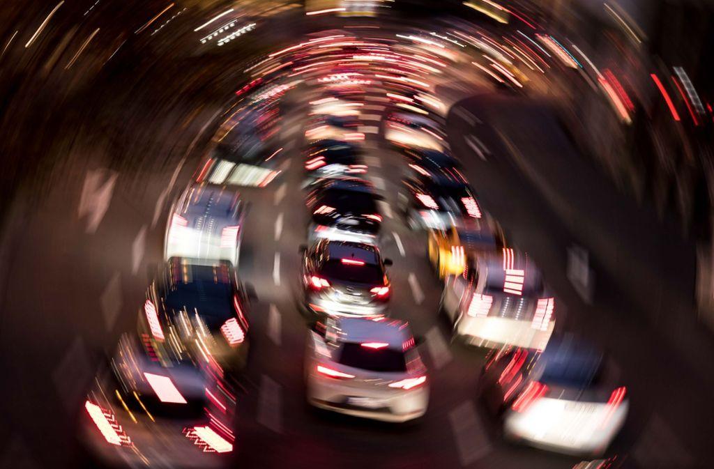 Die Probleme des Autoverkehrs und Straßenbaus würden beim Mobilitätskongress ausgeblendet, kritisiert der Landesnaturschutzverband im Vorfeld der Veranstaltung am 22. Januar. Foto: Lichtgut/Max Kovalenko