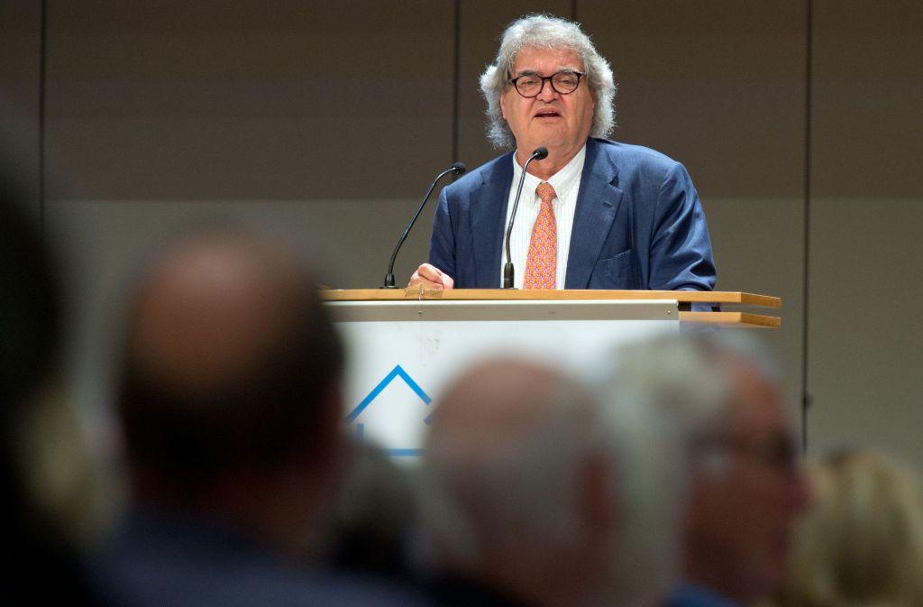 """Ein Blick nach Berlin von Gastredner Helmut Markwort: """"Ich hoffe, dass sich die eigentumsfreundlichen Parteien durchsetzen werden."""" Foto: Lichtgut / Oliver Willikonsky"""