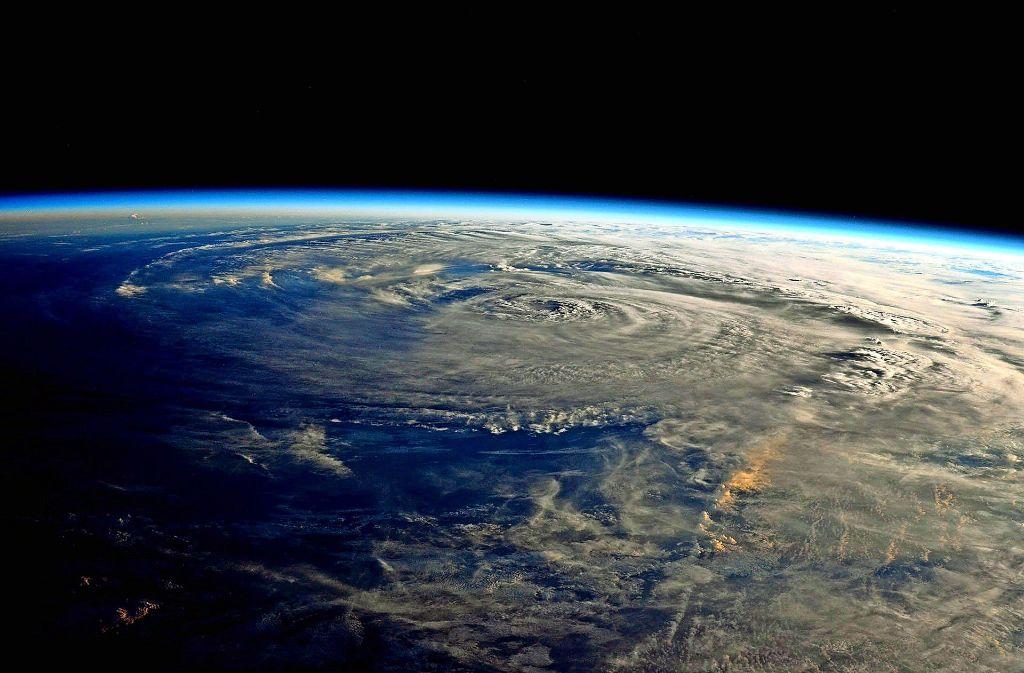 Blick aus der Internationalen Raumstation (ISS): Wirbelsturm Harvey nähert sich der texanischen Küste Foto: NASA/AP