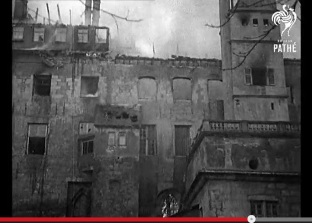 Das Video des Filmunternehmens British Pathé zeigt Aufnahmen vom Brand des Alten Schlosses.  Foto: Screenshot British Pathé