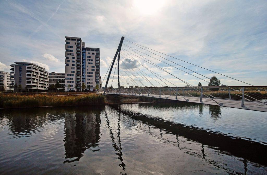 Seit Freitag für den Verkehr frei gegeben: die Harfenbrücke Foto: factum/Granville