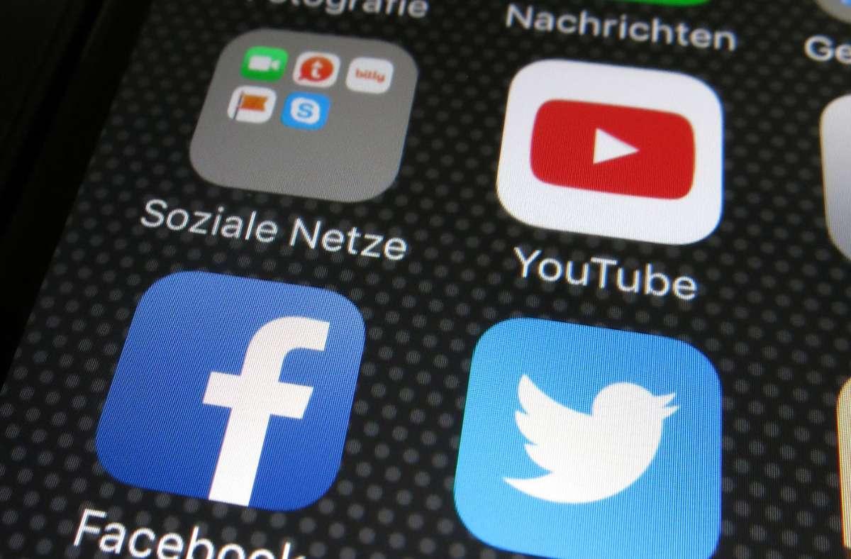 Firmen wie Facebook oder Youtube betonen stets, dass sie Terrorinhalte inzwischen in vielen Fällen binnen weniger Minuten löschen (Symbolbild). Foto: dpa/Franz-Peter Tschauner