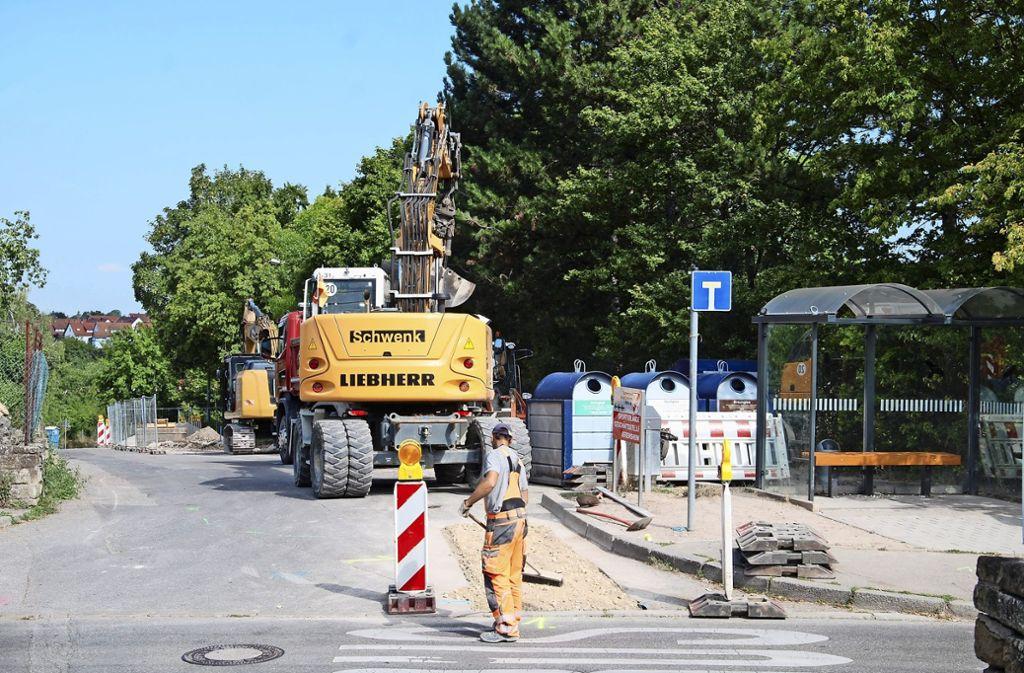 Unter den Parkplätzen beim TBU-Sportgelände  wird in den kommenden Monaten die neue Regenüberlaufbehandlungsanlage gebaut. Foto: Kuhn