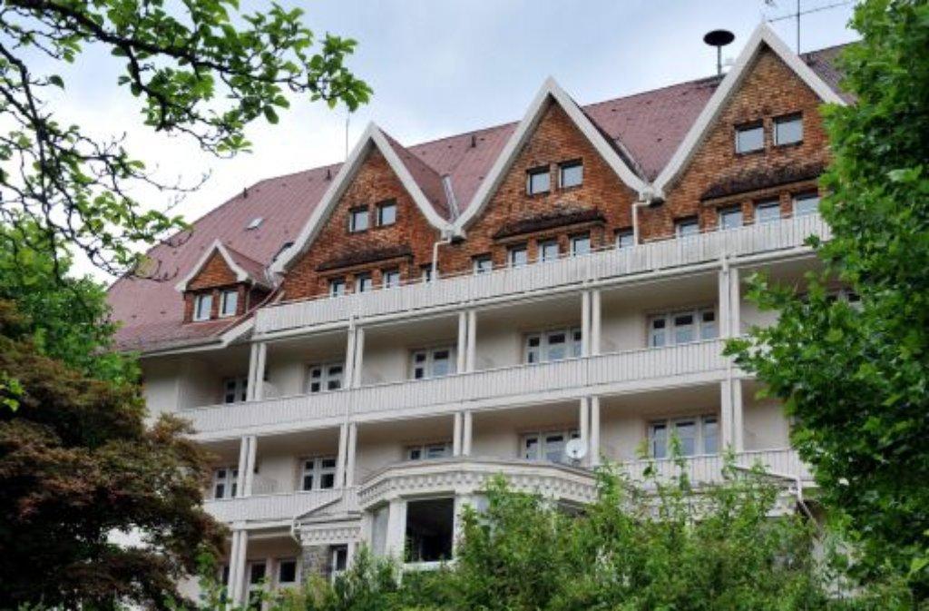 """Die berühmte """"Schwarzwaldklinik"""" im Glottertal wird verkauft. Neuer Besitzer soll die Freiburger Kur- und Reha GmbH werden. Eine Klinik für psychosomatische Erkrankungen soll in das denkmalgeschützte Gebäude ziehen, das seit Jahren leersteht. Foto: dpa"""