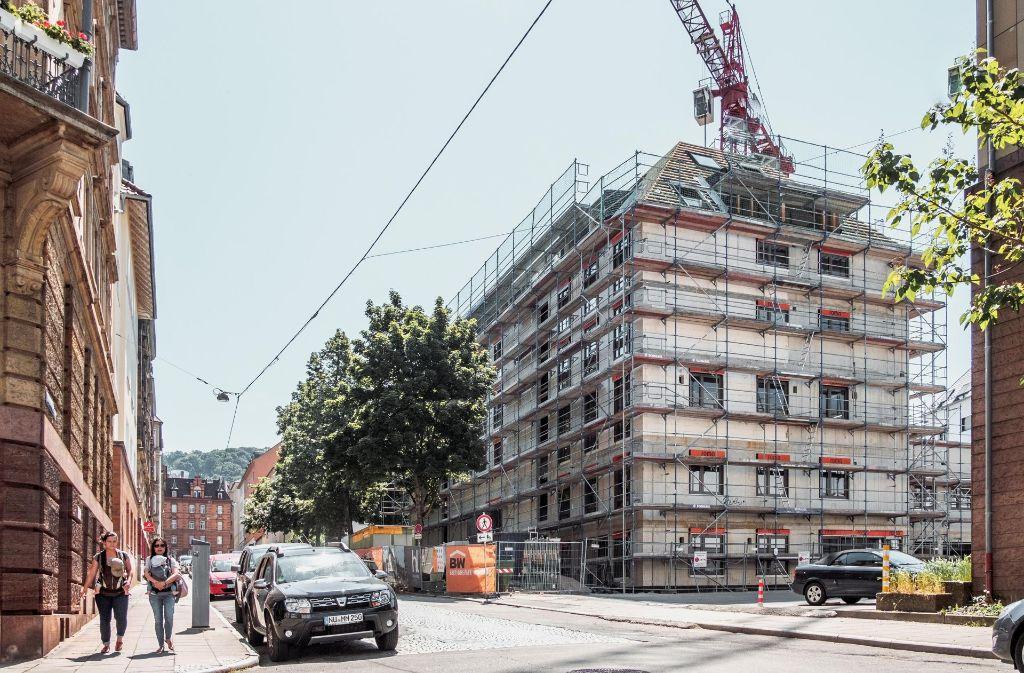 """Es wird langsam: Das Wohn- und Geschäftshaus """"Heusteig Living"""" an der Hauptstätter Straße in Stuttgart. Foto: 7aktuell.de/Florian Gerlach"""