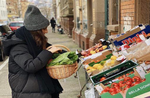 Nicht nur kulturell, auch kulinarisch blickt Tara Hariri gerne über den sagenumwobenen Tellerrand. Auf Reisen sammelt sie neben sonstigen Eindrücken vor allem eines: Inspiration für neue Rezepte.