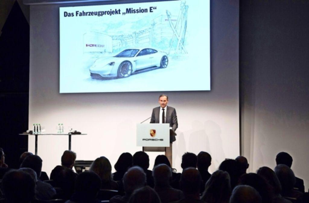 """""""Wir werden alles dafür tun, die notwendigen Bauarbeiten so geräuschlos wie möglich durchzuführen"""", sagte Oliver Blume beim Info-Abend für die Anwohner. Foto: Porsche"""