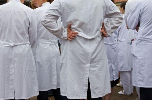 Klinik-Ärzte kämpfen  für mehr Freizeit