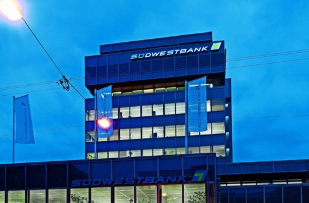 Die Südwestbank ist landesweit mit 28 Filialen vertreten. Hier die Stuttgarter Zentrale in der Rotebühlstraße. Foto: Mierendorf