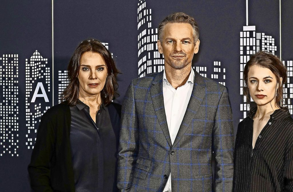 """Mit Desiree Nosbusch, Barry Atsma und Paula Beer (v. li.) rückt die Arte-Serie """"Bad Banks"""" bald die dunklen Seiten der Hochfinanz in den Blick. Foto: dpa"""