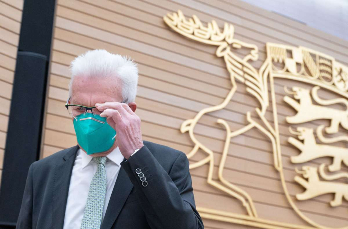 Ministerpräsident Kretschmann hatte bei der Sondersitzung im Landtag für die Abgeordneten eine echte Nachricht im Gepäck. (Archivbild) Foto: dpa/Marijan Murat