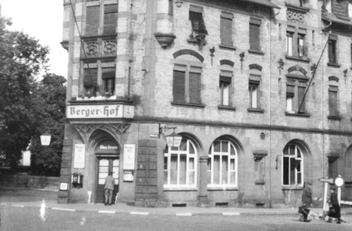Die Gaststätte hinter den Mineralbädern Berg und Leuze existierte schon 1942. Damals wurde erstmals ein Stammessen angeboten. Die Bildergalerie zeigt weitere Eindrücke aus Stuttgart 1942. Quelle: Unbekannt